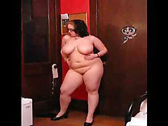 BEAUTIFUL CHUBBY GIRL DANCE AND STRIPS