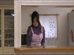 Japaness Housewife Is Vulnerable