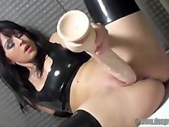 german milf desyra noir in pvc playing with her monster dildo