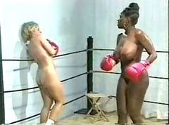 Ebony Vs. Danni