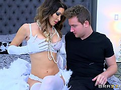 brazzers  dirty milf jessica jaymes gets pounded