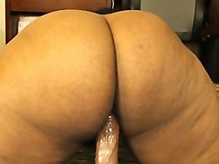 wondrous huge ass owner wanted to ride her dildo for me on webcam
